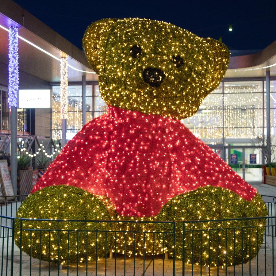 Christmas decorations at White Rose – Giant Teddy