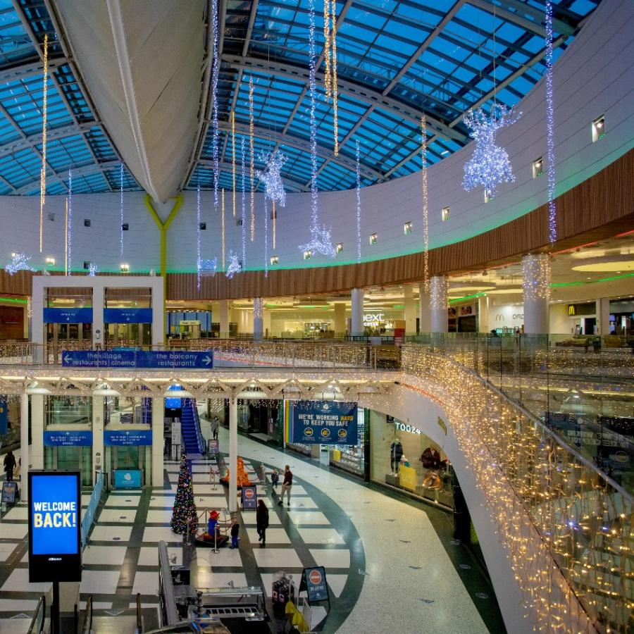 Christmas decorations at White Rose – The whole centre